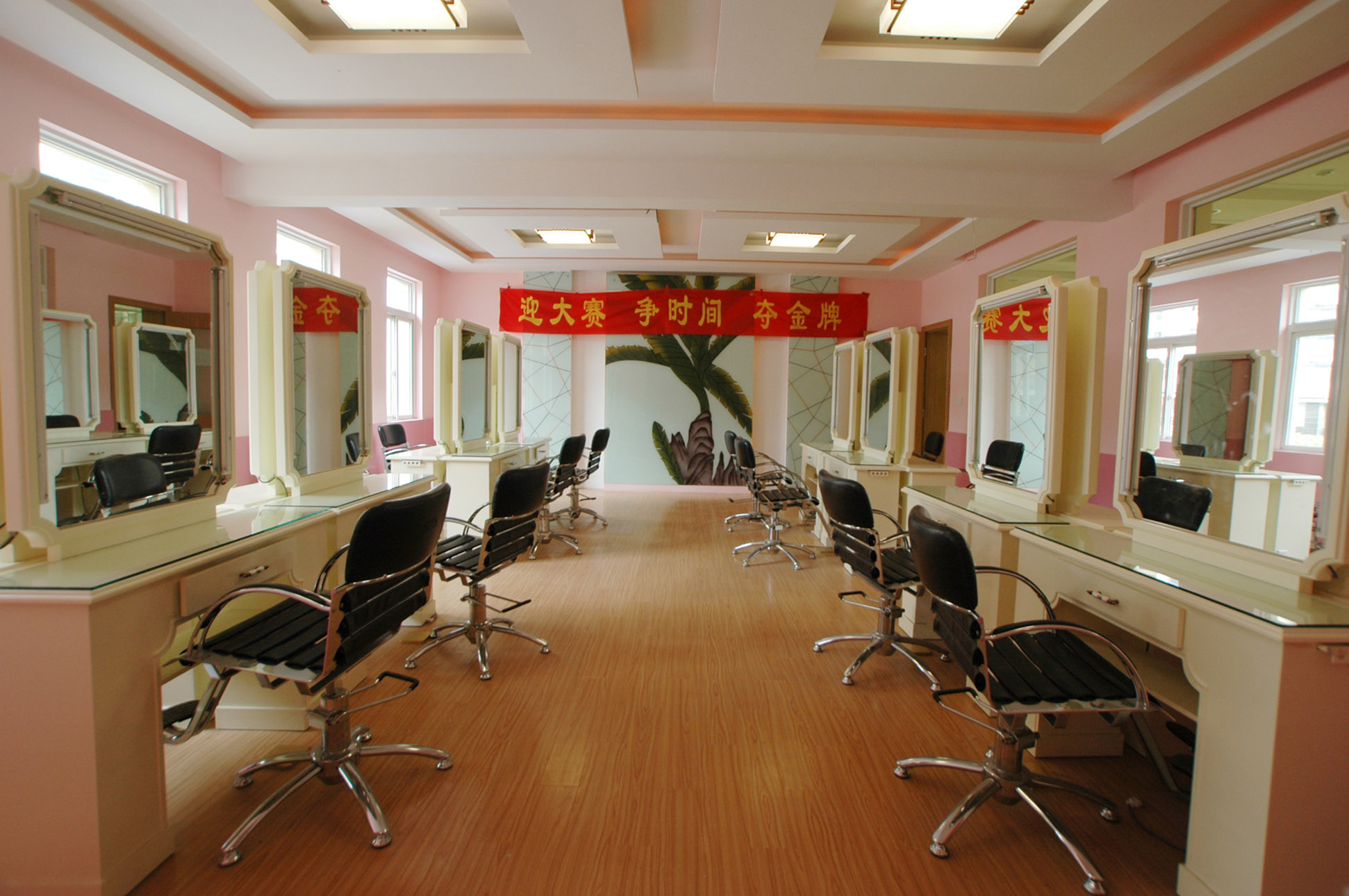 南京金陵中专美发与形象设计专业实训条件