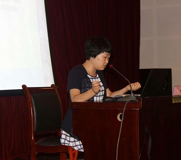 浙江金融职业学院教务处副处长王瑛做《明理学院与素质教育》专题交流